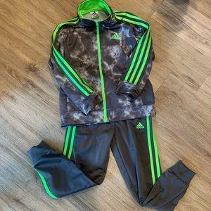 Addias jogging suit size 7 BOYS